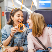 England's chief medical officer calls for a ban on snacking on public transport-2967-7937-8966